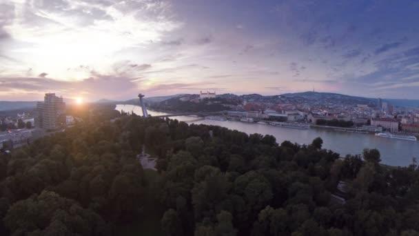 Bratislavský hrad z oblohy