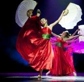 Docela čínské národní tanečnice