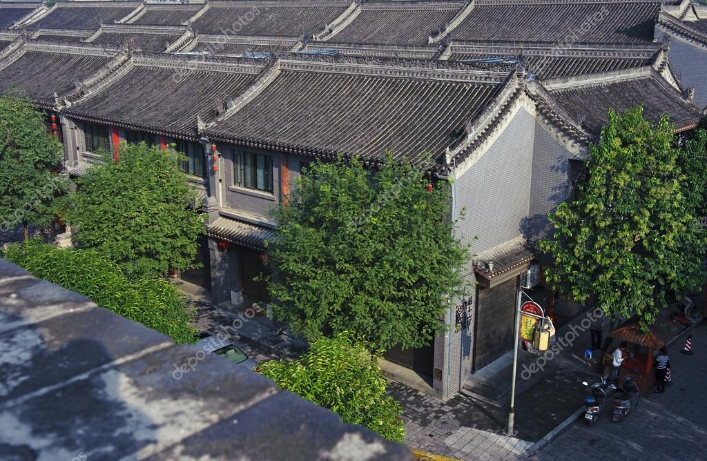 Case Tradizionali Cinesi : Case tradizionali cinesi con le mattonelle di tetto u foto stock