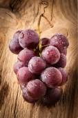 piros szőlő, a fából készült asztal