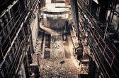 Controle prostor ve staré továrně opuštěné elektřiny
