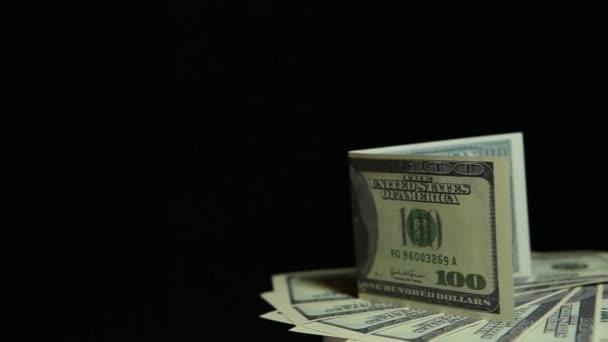Filmaufnahmen vom dunklen Hintergrund des Geldes