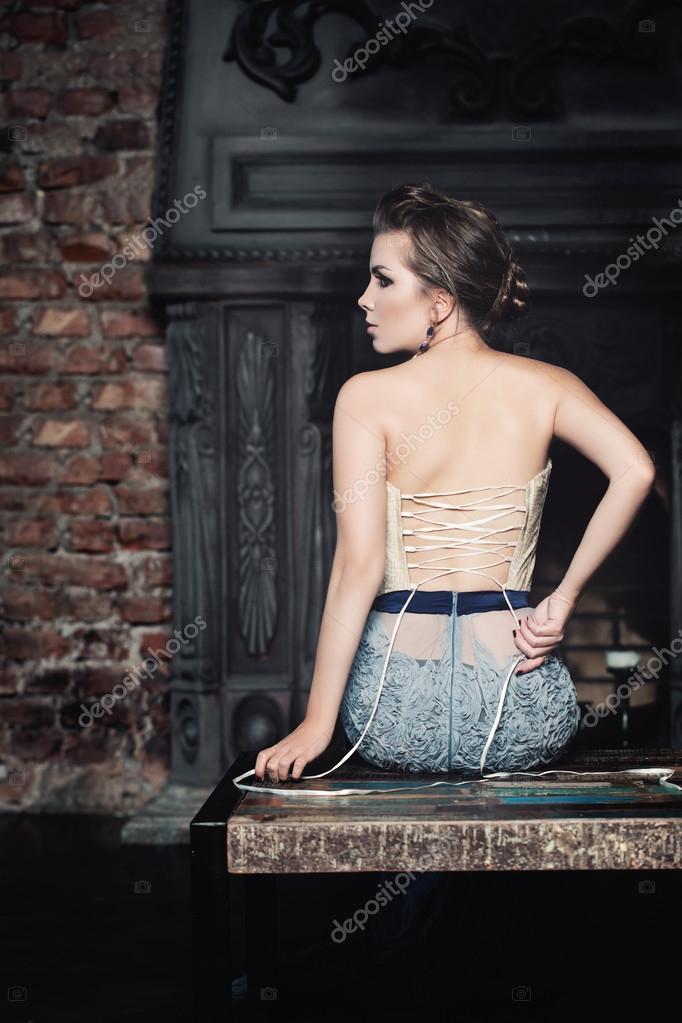 Девы раздеваются фото, порно в колледже подружка перепутала в ванну