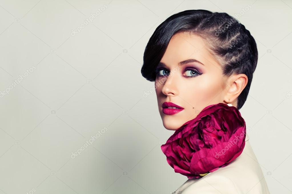Beaute Elegante Femme Elegante Avec Coiffure Et Maquillage