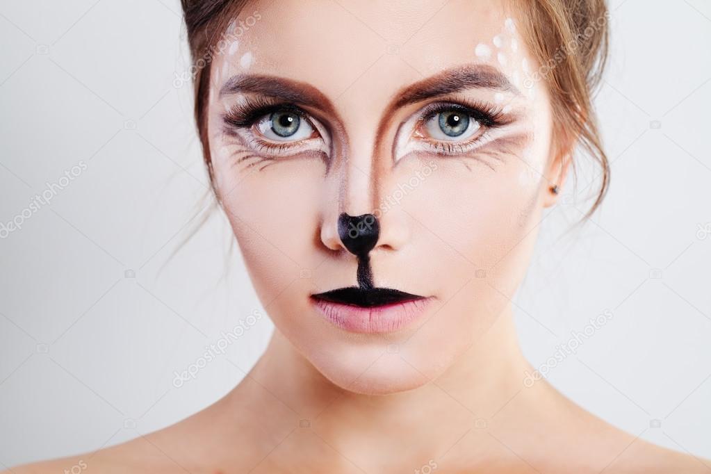 ładna Dziewczyna Z Reniferów Zwierząt Makijaż Zbliżenie Twarzy