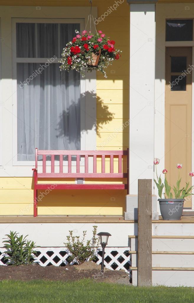 Amerikanische Veranda traditionelle amerikanische veranda stockfoto modfos 110256156