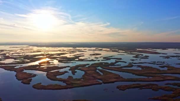 Ellenállhatatlan áradások a Samara folyón az esti fényben