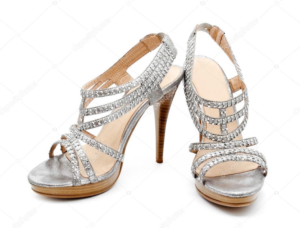 66d9eac27 Sapato de salto alto prata mulheres isolado — Fotografia de Stock
