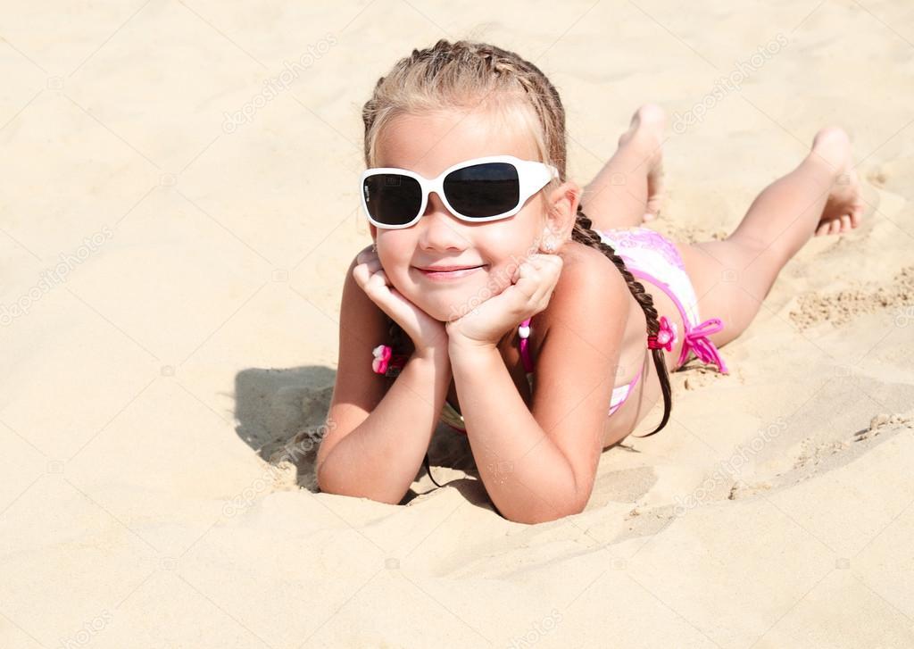 Disparition Inquiétante...dans le petit monde des Forums... Depositphotos_62965127-stock-photo-happy-cute-little-girl-in