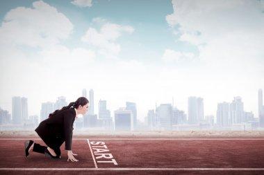 Business woman start to run