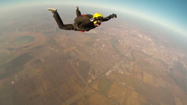Fallschirmspringer beim Vorwärtssalto
