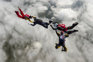 Group collects figure skydivers