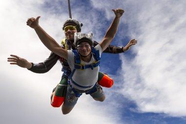 Tandem jump. Flying
