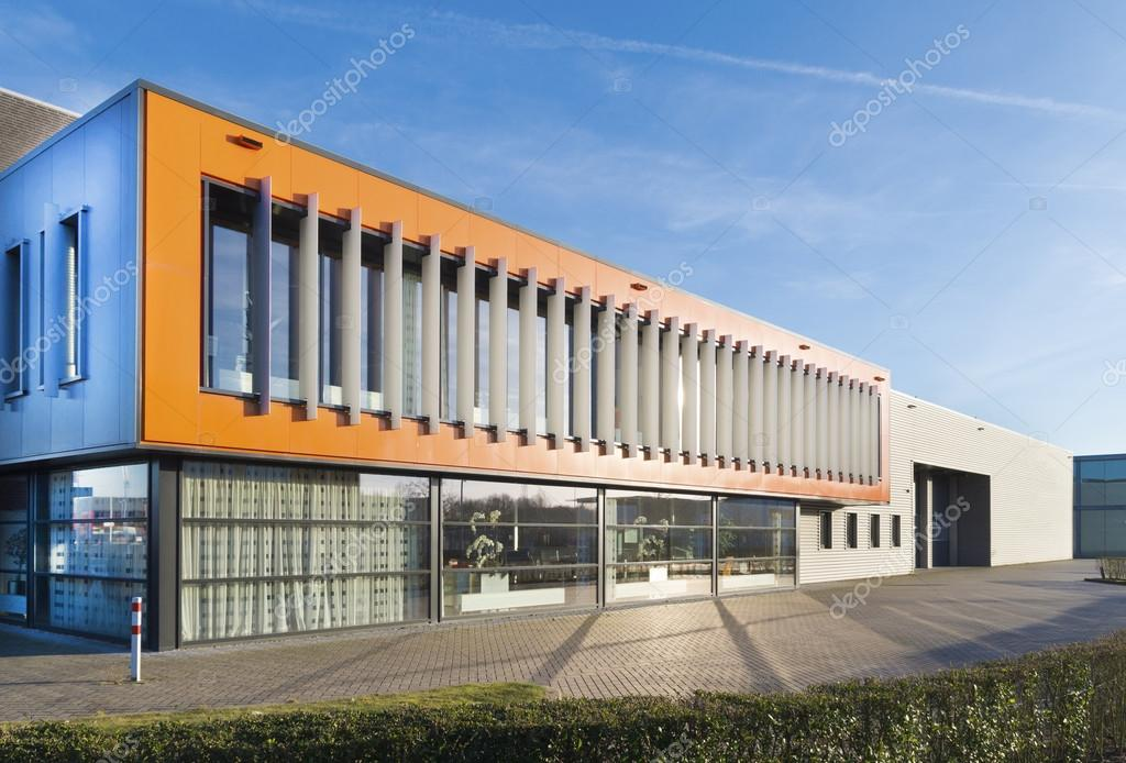 Immeuble de bureaux moderne u2014 photographie hansenn © #94532000