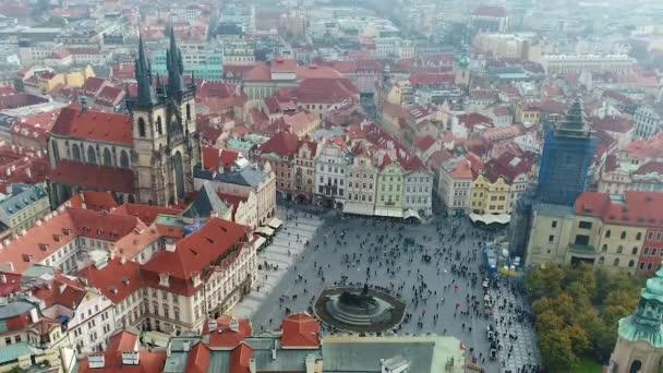 Tynský kostel ze vzduchu, Praha, Staroměstské náměstí ze vzduchu. Let nad Prahou