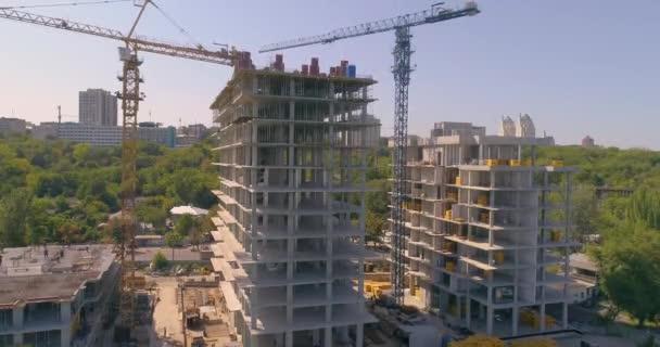 Stavební proces leteckého pohledu na obytnou budovu. Výstavba obytné budovy. Výstavba bytů