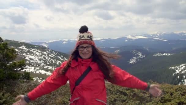 ženské tramp dosáhl vrcholu hory