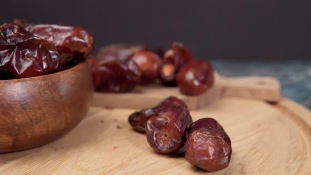 Kurma sind süße getrocknete Datteln, ein gängiges Gericht im Ramadan