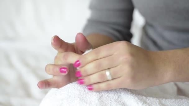 Entfernen von Fingernagellack
