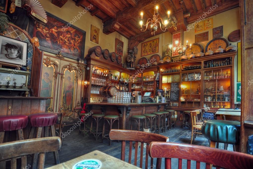 t aepjen is de oudste bruin caf in amsterdam in n van twee houten gebouwen geplaatst werd gehouden sinds de xv eeuw