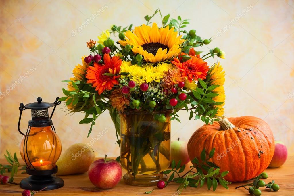 Herbstblumen Und Kurbis Stockfoto C Sarsmis 122878524