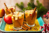 zimní nápoje s jablky a hruškami