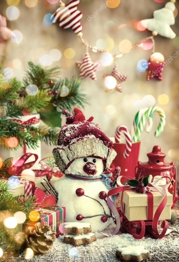 Schneemann, Weihnachtsgeschenke und Süßigkeiten — Stockfoto ...
