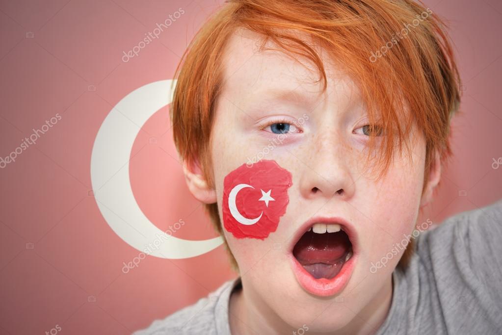 Kızıl Saçlı Fan Boy Türk Bayrağı Ile Yüzü Boyalı Stok Foto