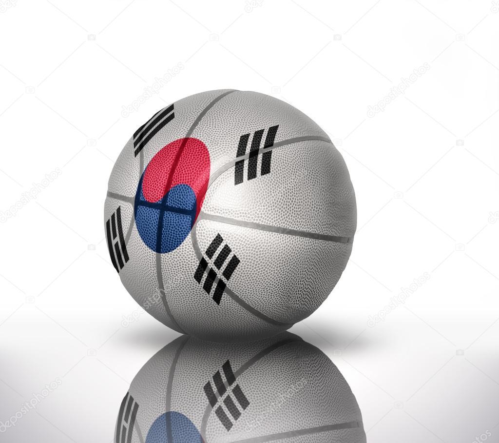 7c9ed54f Баскетбольный мяч с национальным флагом Южной Кореи на белом фоне — Фото  автора ...