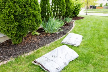 Mulching flowerbeds around the house