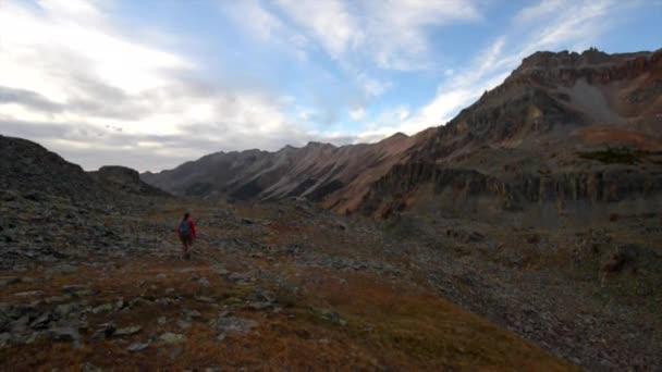 Tramp batohem Crystal Lake Trail poblíž Ophir pass Colorado