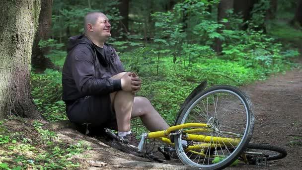 Muž při nehodě s kol