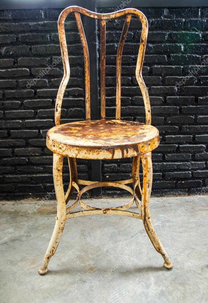 Old Metal Chair U2014 Stock Photo