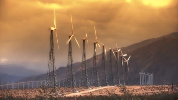 Větrné energie turbíny (Sunset)