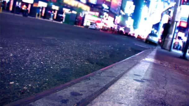 New York utcáin, a taxik, a forgalom  emberek