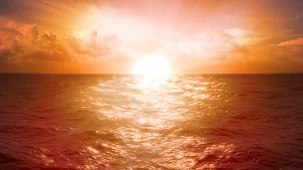 Oceán západu slunce a mraky