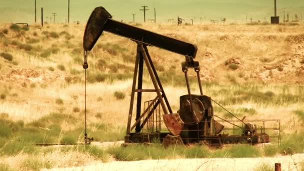 Ölpumpe in der Wüste