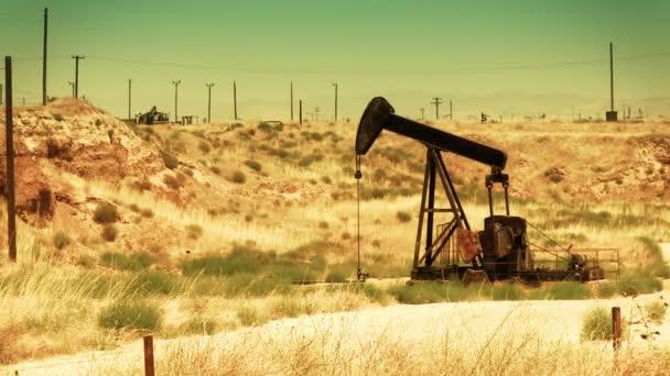 olajszivattyú a sivatagban