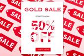 top view címkék közelében arany eladó most kezdődik 50% kedvezmény, bolt most felirat rózsaszín, fekete péntek koncepció