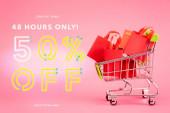 nákupní tašky v malém vozíku pouze v blízkosti on-line, pouze 48 hodin, 50 procent sleva, vyberte styly pouze nápisy na růžové, černé pátek koncept