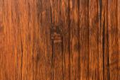 světlý, hnědý laminovaný plast, s imitací dřevěného povrchu, horní pohled