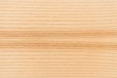 Blick von oben auf hellbraune, strukturierte Holzlaminatböden
