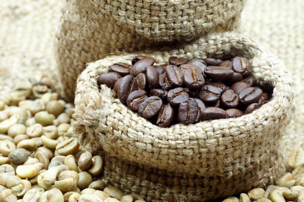 Roasted coffee beans And raw coffee beans