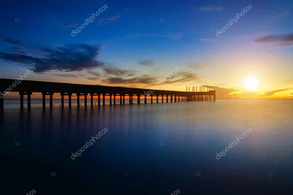 Фотообои Abandoned piers extending to the sea