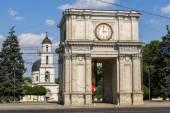 Fotografia arco di trionfo a chisinau, moldova