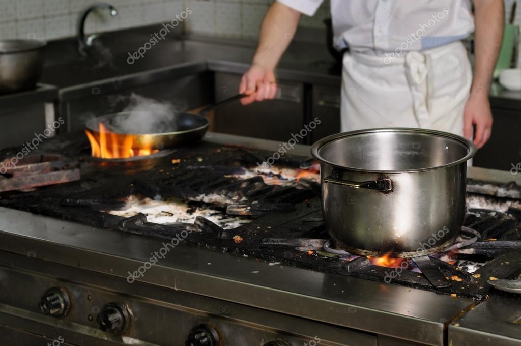 auténtico restaurante de cocina sucia — Fotos de Stock © starush ...