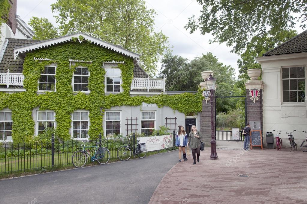 Touristen Am Eingang Zum Amsterdam Botanischer Garten
