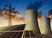 Solární panely, jaderné elektrárny a elektrické pylonu