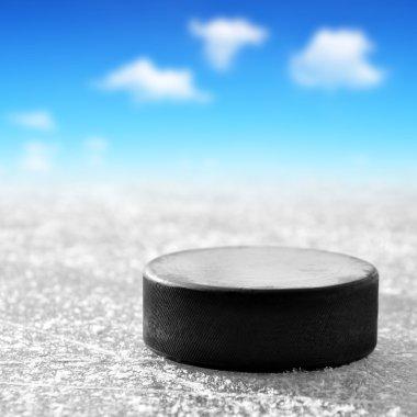Black hockey puck