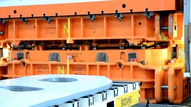 Těžkého hydraulického lisu v továrně auto pro lisování plechových součástí
